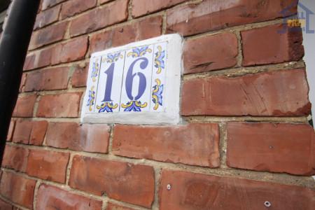 16 Bradford Crescent