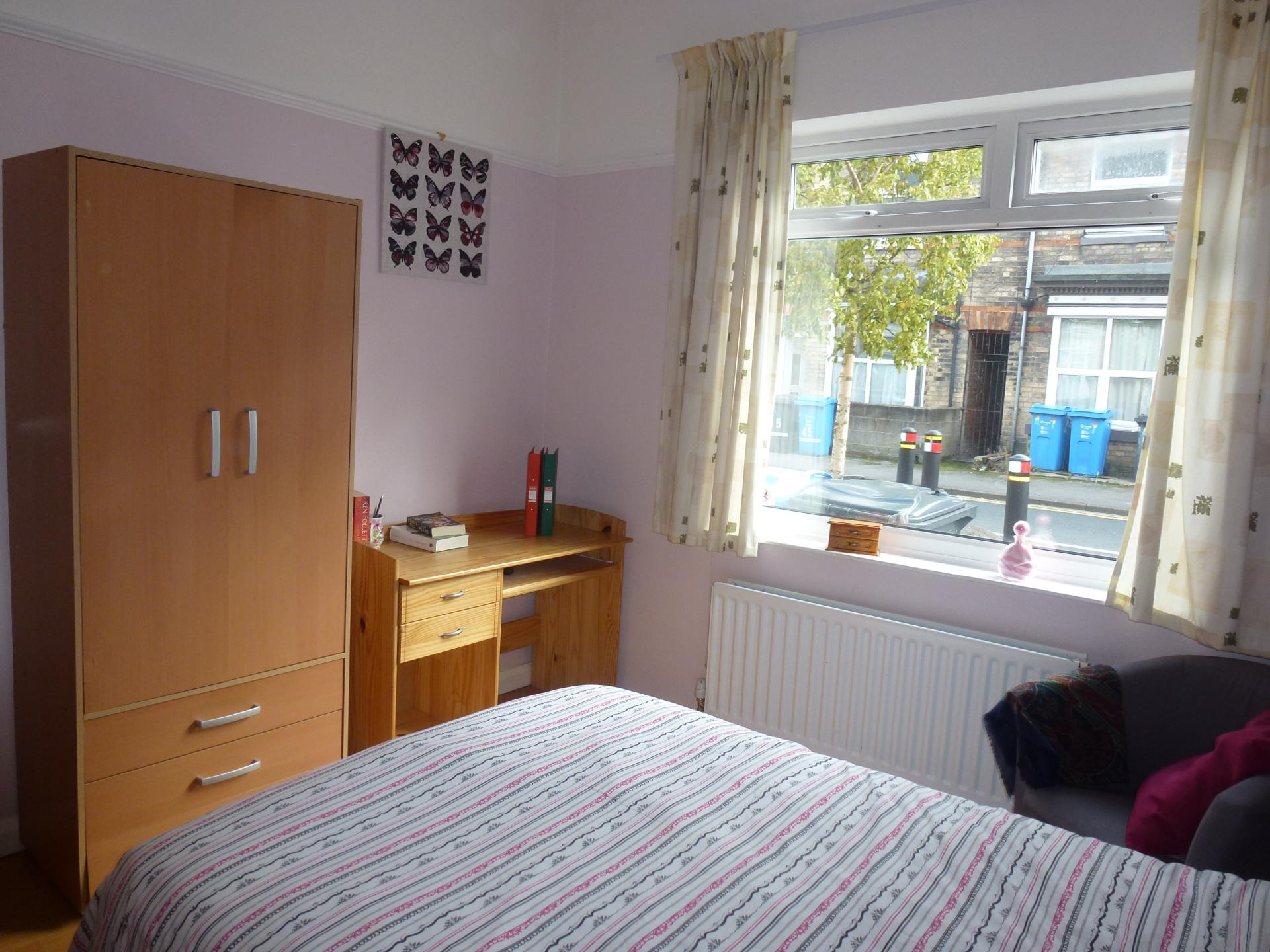 Room 1 - 1   Ground Floor Front (Available Now £ 75.00 Per w