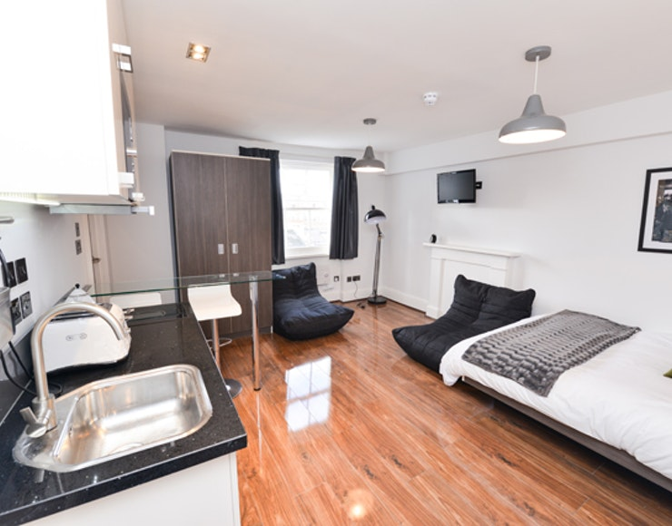 Studio accommodation in London - Large Mezzanine Studio ...